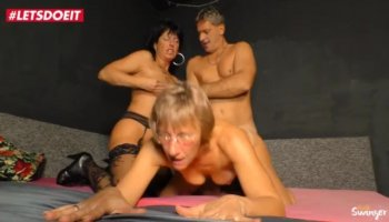 Darlings wet muff acquires a invasion from dude